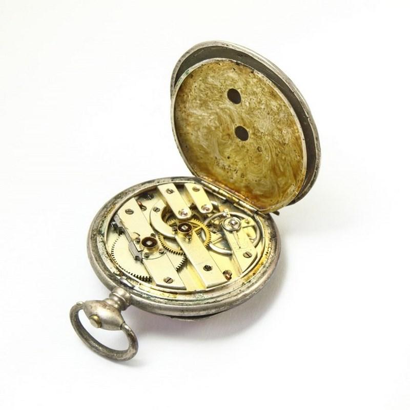 Le mécanisme de cette montre est en or