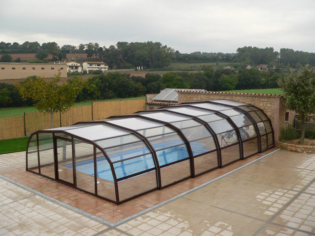 L abri de piscine il fait partie des quipements de for Equipement piscine